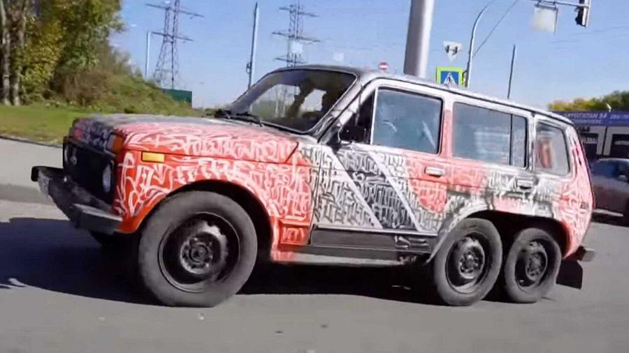 戰鬥民族土法煉鋼製成的Lada Niva 6×6六輪越野掀背車!