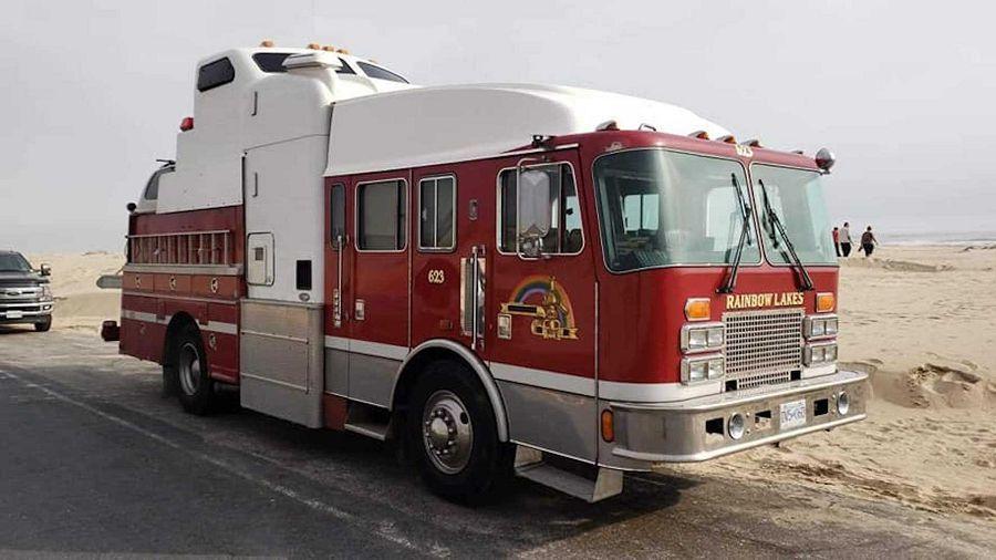消防車、卡車、以及清障車竟然能變身成為一輛露營車?