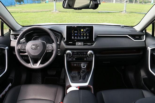 常勝休旅王 脫胎換骨 顛覆傳統 Toyota五代目 RAV4 2.0汽油旗艦版試駕-外觀內裝篇: Page 2 of 2