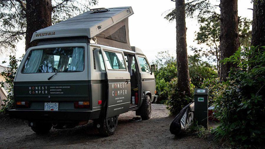 想體驗復古的露營活動?加拿大的Honest Camper提供VW Westfalia露營車出租!