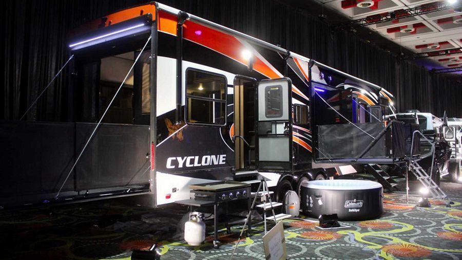 酷炫至極的派對露營拖車─Cyclone 4270