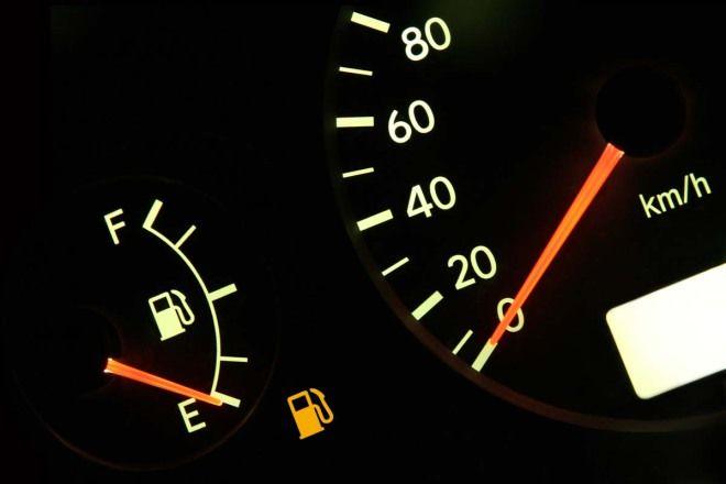 愛車Q&A:如果等到油針幾乎快指到「E」才去加油,聽說這樣做油泵會壞,這是真的嗎?