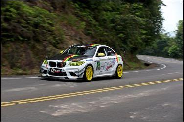 [影音] 新車價超過2百萬 還沒開直接拖去大改!! BMW M235i Race Car