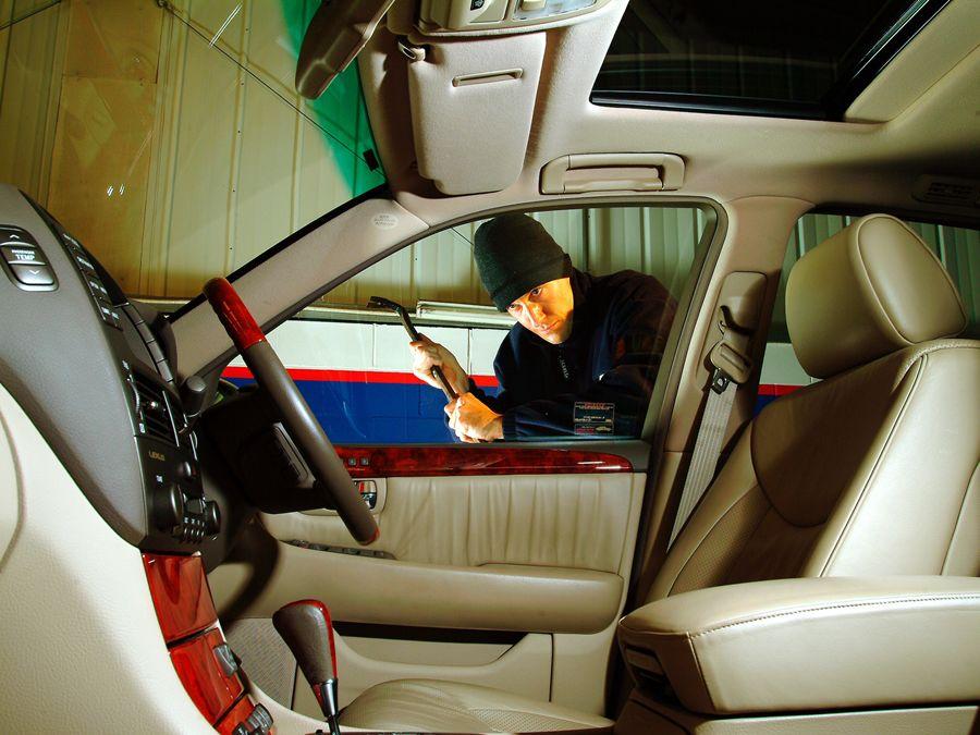 慎選停車 避免小偷拔零件!