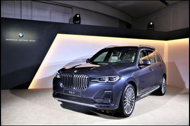 一方  BMW X7