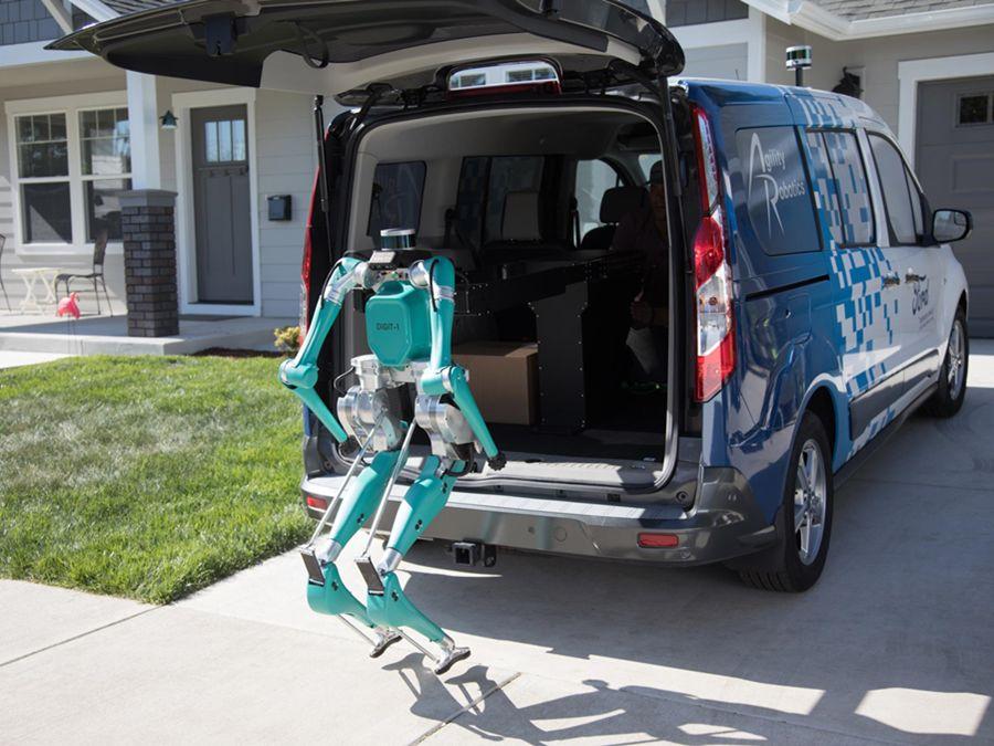 物流業人力終結者?福特無人駕駛貨車搭配送貨機器人