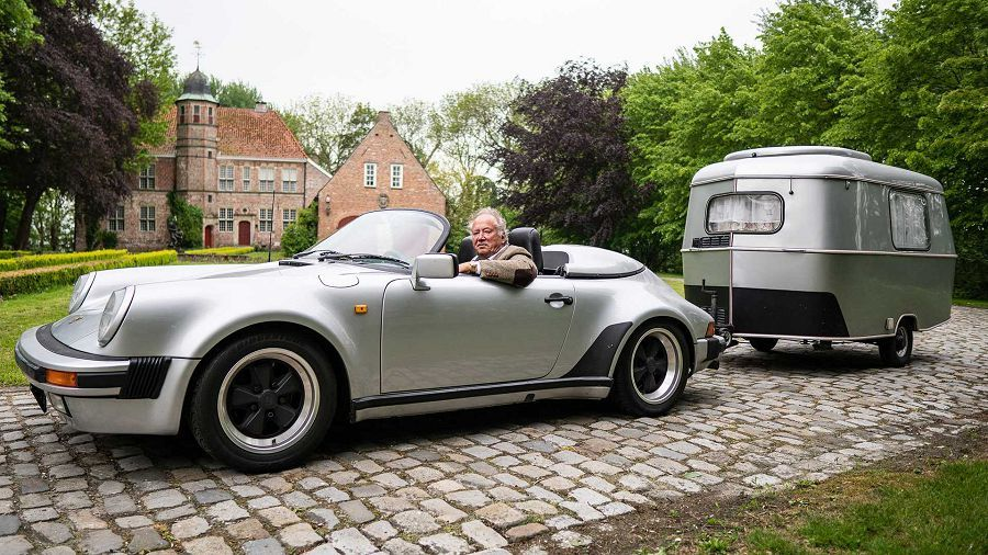 德國老翁直接駕著稀有的Porsche 911 Speedster拖著露營車出遊!