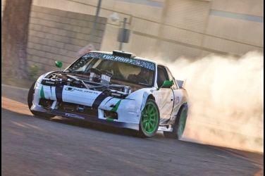 八根煙囪連引擎蓋都丟了  V8引擎+多喉直噴S13 !!