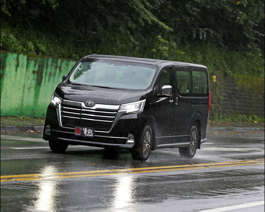 9人座商旅神兵 Toyota Granvia