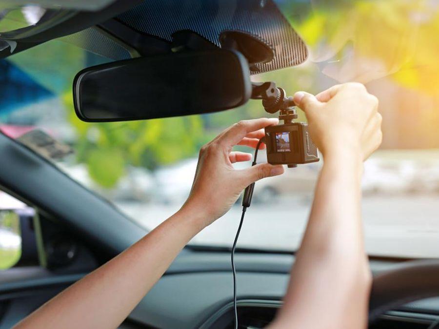直接放生新車交車禮的雜牌行車紀錄器吧!