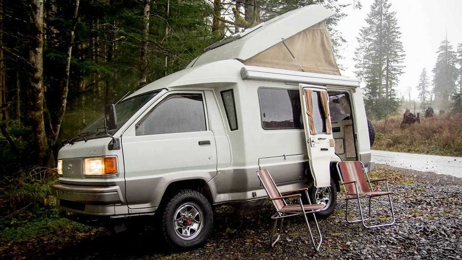 簡樸舒適!尺寸小但功能完備的Toyota Town Ace露營車!