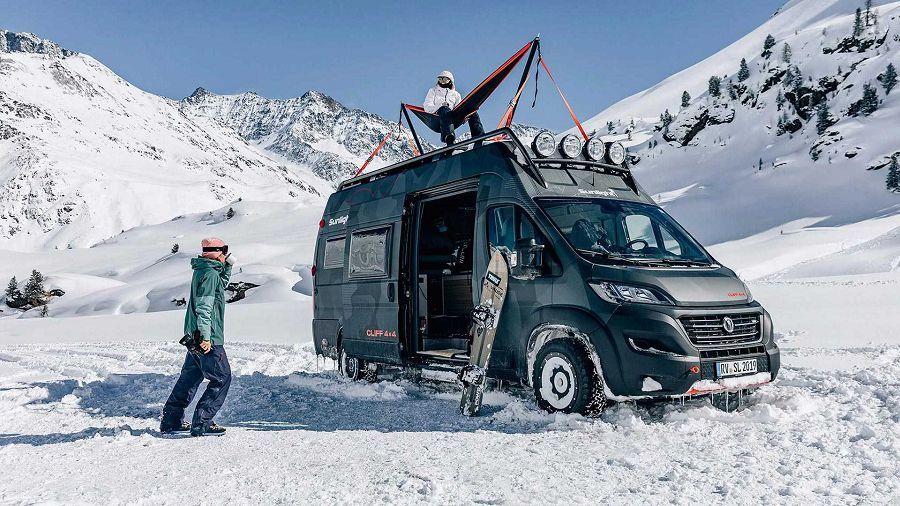 能把吊床架設在車頂上享受風光的超酷Sunlight露營車