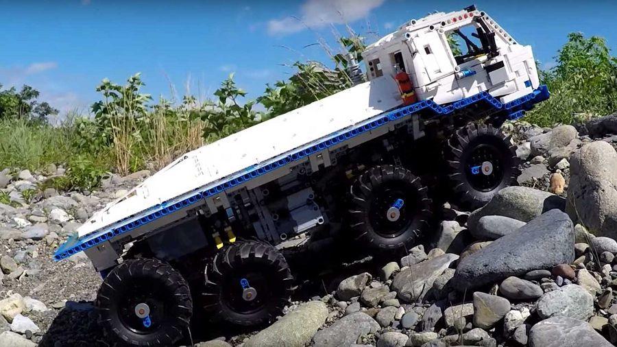 8×8 Tatra Lego卡車能做出讓你驚奇連連的越野動作