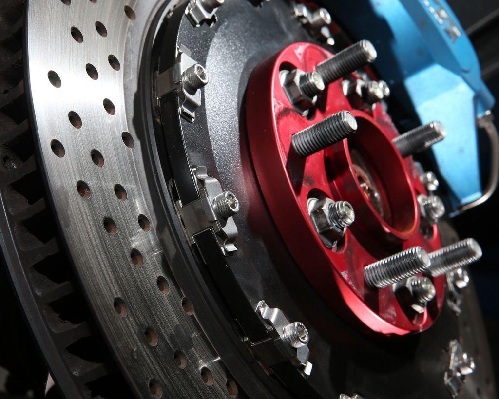煞車改裝必修8問 初學者一次搞懂(6)--何謂浮動式碟盤?