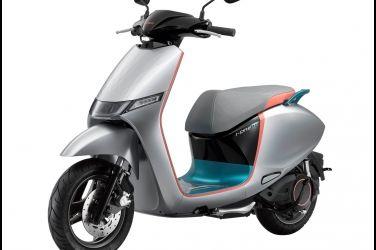 i-One雙智慧電動車前進米蘭伸展台  移動時尚成為車展吸睛焦點 !