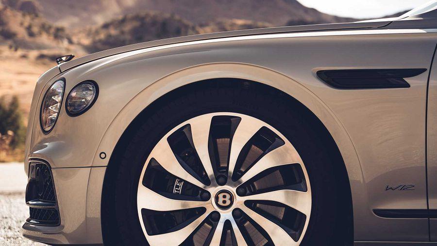 Blackline Specification套件賦予2020 Bentley Flying Spur更具殺氣的外觀風格