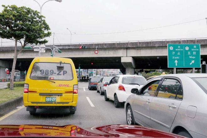 愛車Q&A:紅燈打P檔或N檔會比較省油嗎?