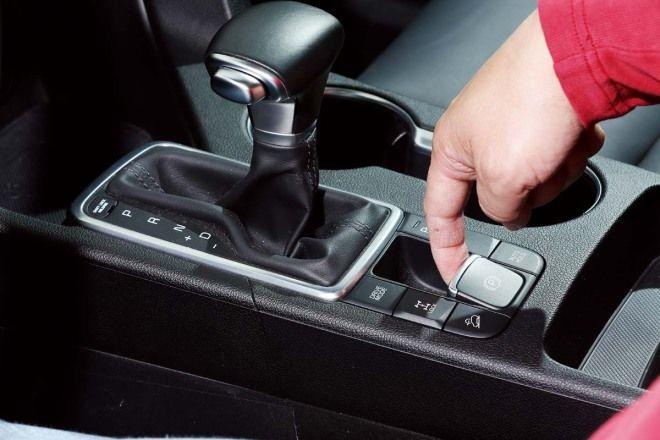 愛車Q&A:停車不是直接排入P檔、拉手煞車就好了嗎?