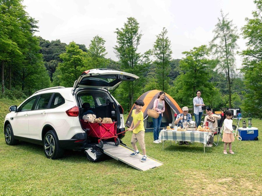 提供更多生活用車便利性!LUXGEN新增URX 5+1樂活款