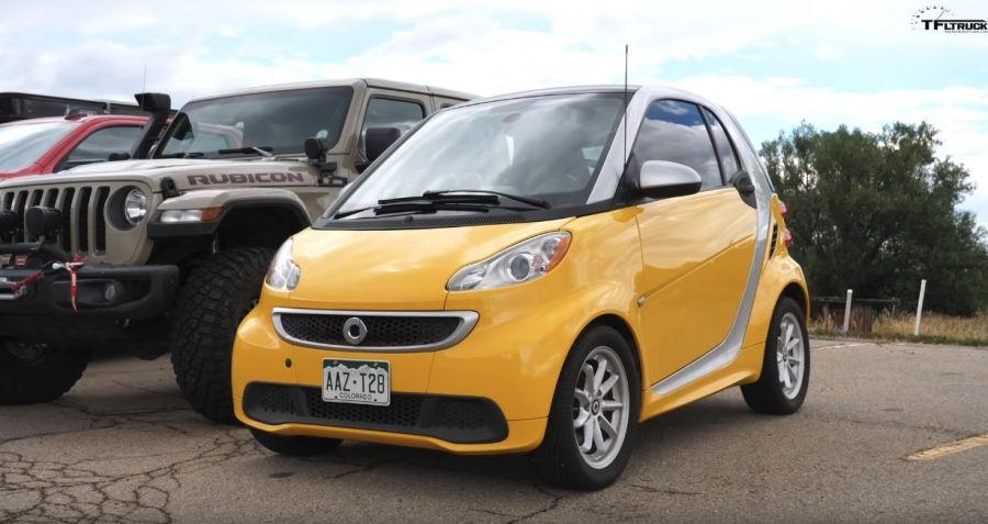 Smart Fortwo EV迷你電動車拖得動3輛皮卡嗎?