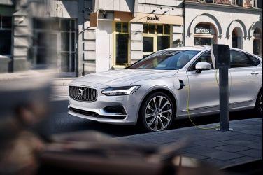 Volvo S90 T8 PHEV 雙能電動 獲北美《AAA 汽車指南》最佳車款肯定 同時囊括最佳大型房車、最佳豪華車款共三項大獎