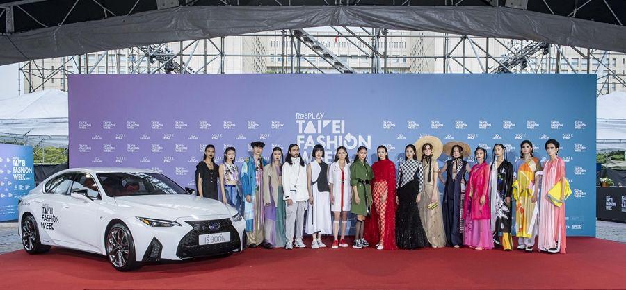 新款LEXUS IS現身2020臺北時裝週時尚大秀