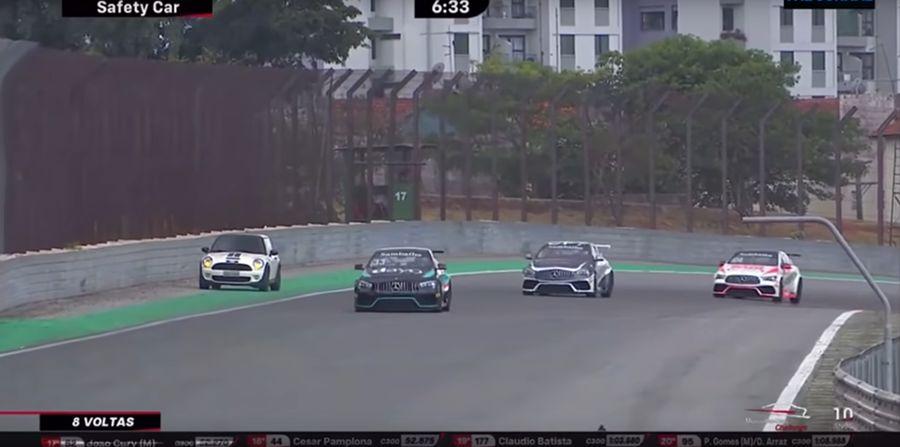 三寶Mercedes-Benz GLA逆向闖進賽道Pitlane!到底從那進去的?