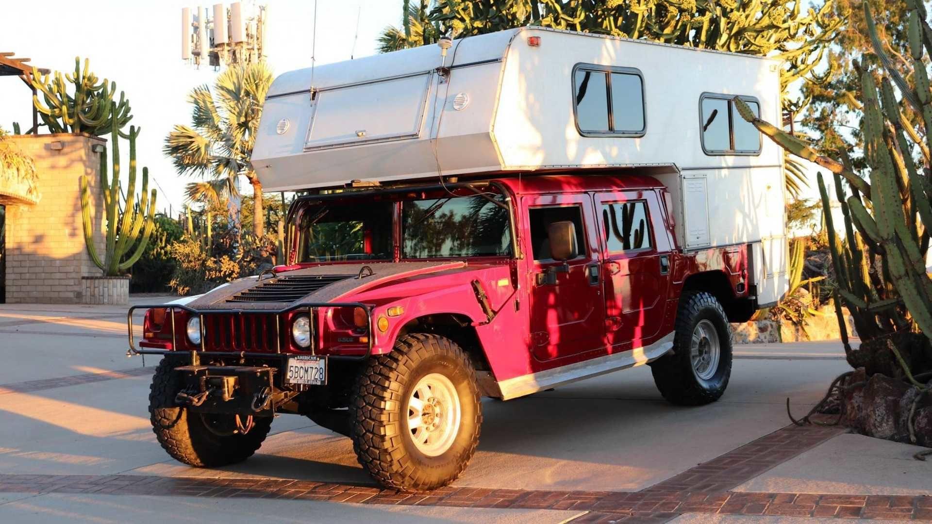 攜帶露營車殼的 Hummer H1 應該是終極越野探險車吧!