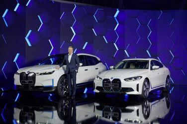 首款電動轎跑將見真章 BMW i4