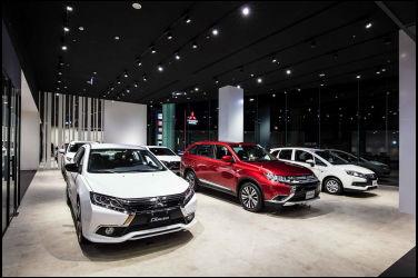 錨點錨點 近百家企業共同響應 中華三菱連續3年參與「地球1小時」 全台111家展示中心 、125家服務廠齊關燈 帶領車主一同減碳4,623公斤
