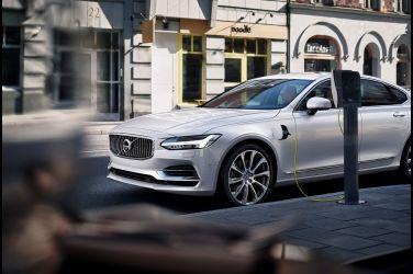 VOLVO 新能源專家獲肯定 PHEV 車主滿意度高達 96.8% 行駛寧靜、可油可電雙動力效能成為車主最欣賞特質