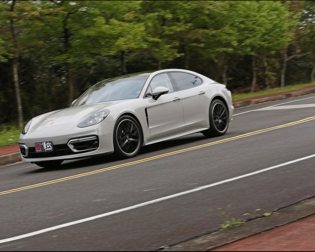 [試駕] 從「心」升級 Porsche Panamera 4