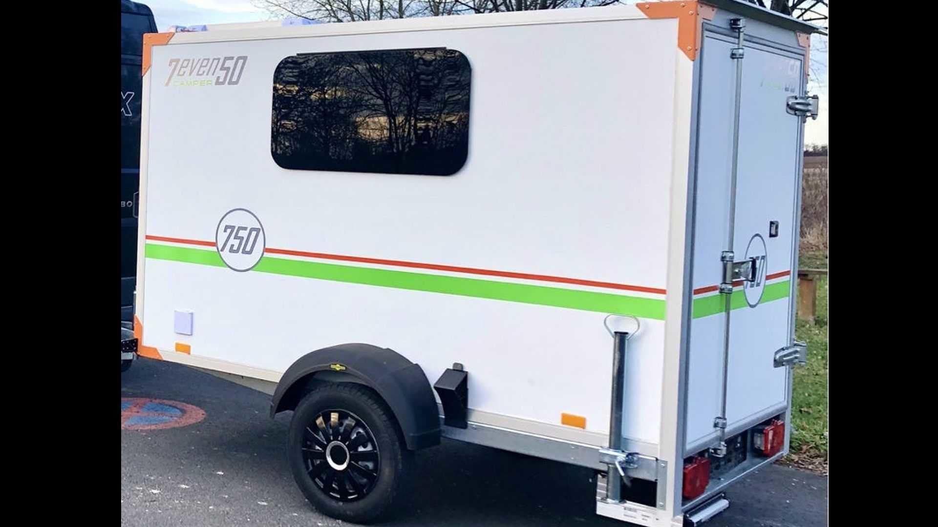 適合兩人使用的小型露營拖車「One」