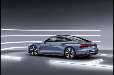 絕美電駒Audi e-tron GT 車系開始預售 180kW Audi 極速充電站同步擴點