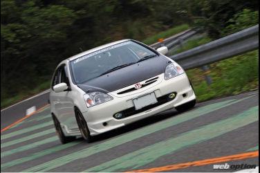 這輛EP3 CIVIC Type-R有點太過激烈 多了500c.c.更舒適更好駕馭