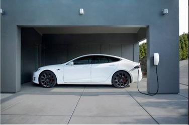 Tesla 推出全新「滿電出門」套裝與限時車主禮遇方案