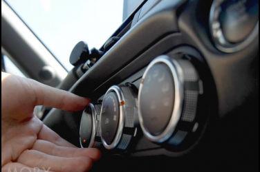 車門打開熱氣迎面而來!該怎麼快速降低車內溫度?
