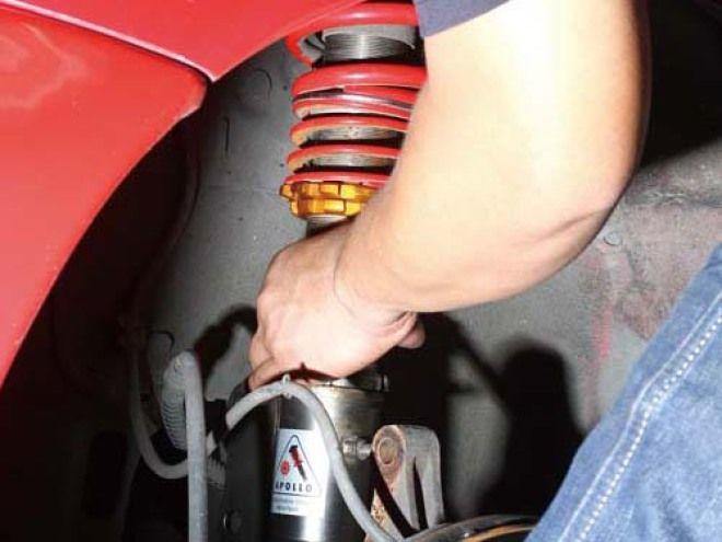 愛車Q&A:改避震器後,為什麼二邊輪拱和輪胎的間隙會不一樣?