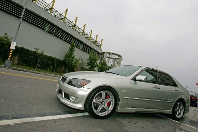 20萬元代步車-便宜大碗的高級進口車Lexus IS200 GXE-10