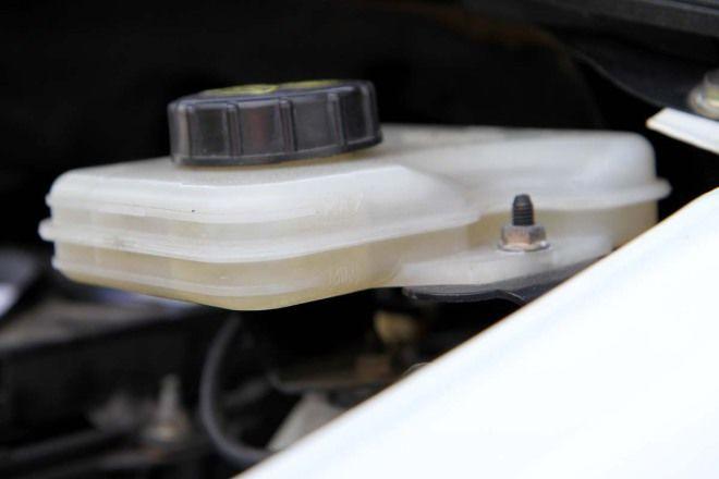 汽車教室-煞車油的檢查