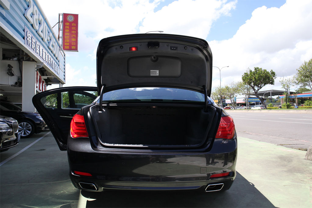 買中古車,不看你會後悔:如何檢查後車廂