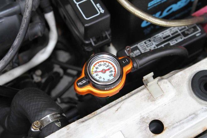 人車冷卻10妙招-妙招2:更換高壓水箱蓋