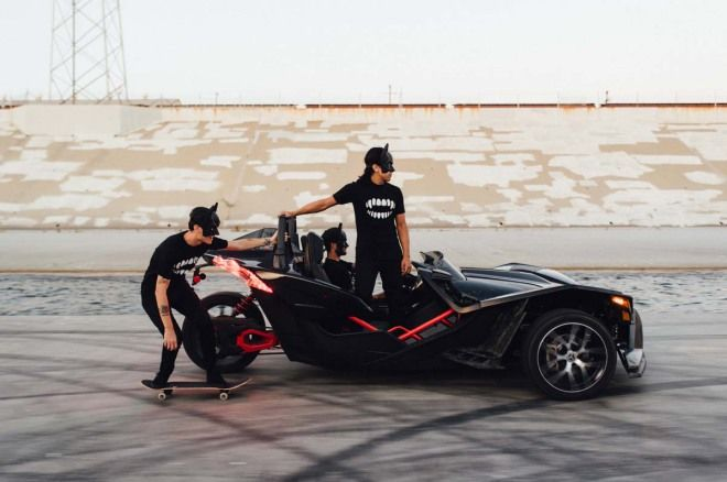 蝦迷!?3輪車可以這樣玩啊400hp SlingshotX爆甩街頭(內附影片)