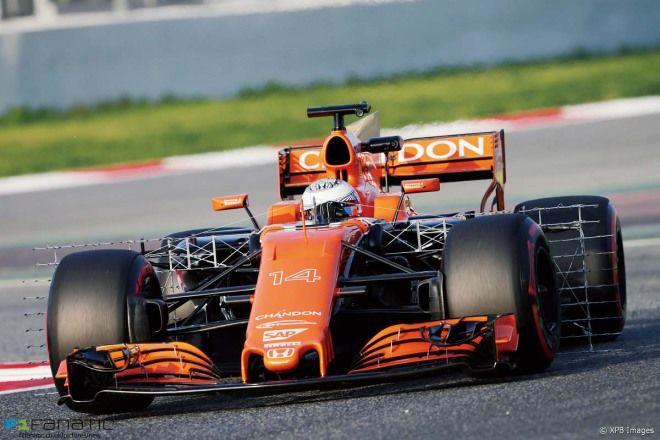 隨時升級 F1 McLaren車隊賽場旁邊列印零件