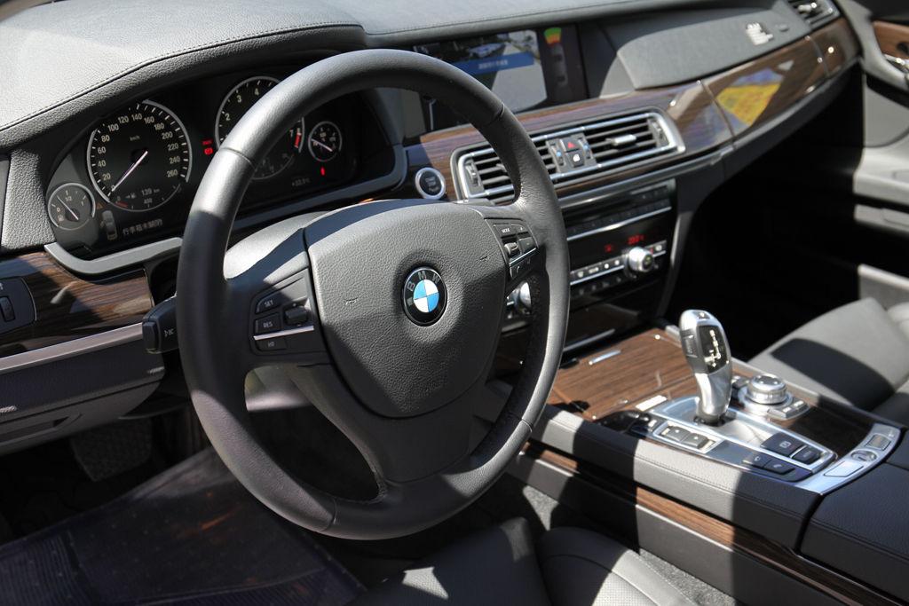 買中古車,不看你會後悔:如何檢查車室內裝(儀錶板)